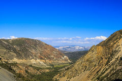 Carretera 120, bosque del Estado de Inyo, California, los E.E.U.U. Imagen de archivo libre de regalías