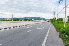Carretera Chonburi a Rayong en Tailandia Foto de archivo
