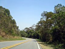 Carretera con curvas Imagen de archivo libre de regalías