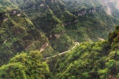Carretera con curvas de la montaña de Tianmen foto de archivo libre de regalías