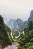 Carretera con curvas de la montaña de Tianmen foto de archivo