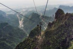 Carretera con curvas de la montaña de Tianmen fotos de archivo