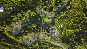 Carretera con curvas de la montaña Timelaps Abjasia Georgia metrajes
