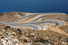 Carretera con curvas en la costa de Creta, Grecia Fotos de archivo libres de regalías