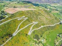 Carretera con curvas en la montaña, Queenstown, Nueva Zelanda Imagenes de archivo
