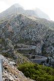Carretera con curvas en la montaña Tramuntana fotografía de archivo