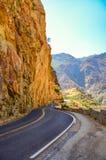 Carretera con curvas en reyes Canyon Imágenes de archivo libres de regalías