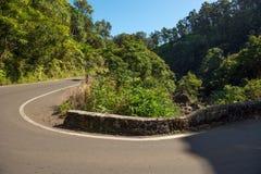 Carretera con curvas a Hana imagenes de archivo