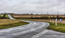 Carretera con curvas vacía fotos de archivo