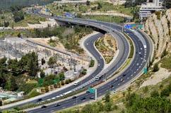 Carretera con muchos coches en Jerusalén, visión superior Fotos de archivo