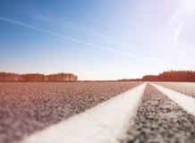 Carretera de asfalto con la marca tono Foto de archivo libre de regalías