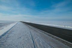 Carretera de asfalto del invierno Imagen de archivo