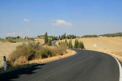 Carretera de asfalto en el campo fotos de archivo