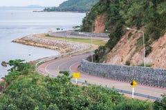 Carretera de asfalto hermosa de la playa imagen de archivo libre de regalías