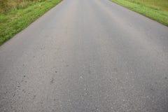Carretera de asfalto de tierra del camino Foto de archivo