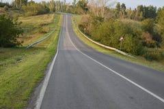 Carretera de asfalto de tierra del camino Imágenes de archivo libres de regalías