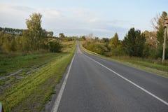 Carretera de asfalto de tierra del camino Imagenes de archivo