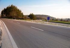 Carretera de asfalto vacía Imagen de archivo libre de regalías