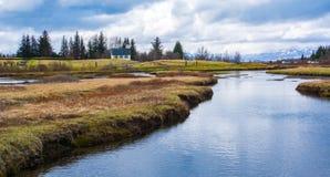 Carretera de circunvalación islandesa que va hasta el final alrededor Fotografía de archivo