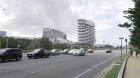 Carretera de Gold Coast en Broadbeach con el casino de la estrella y el querido en fondo metrajes