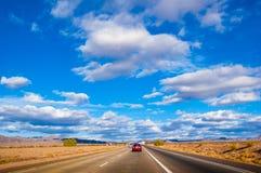 Carretera de la autopista 15 de California al paso de Nevada con Moj Imagen de archivo libre de regalías