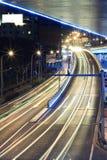 Carretera de la megápolis en la noche con los rastros ligeros Fotografía de archivo libre de regalías