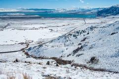 Carretera de la montaña de California en invierno Foto de archivo libre de regalías