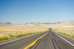 Carretera de Nevada Desrt Foto de archivo libre de regalías