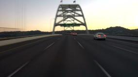 Carretera de Portland que conduce puesta del sol almacen de video