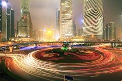 Carretera de Shangai en la noche Imágenes de archivo libres de regalías