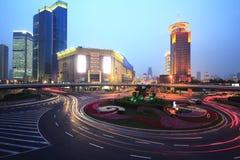 Carretera de Shangai Lujiazui en la noche Fotografía de archivo libre de regalías