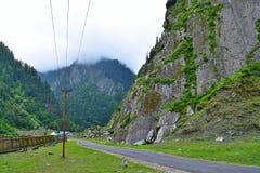 Carretera de Uttarkashi-Gangotri, Uttarakhand, la India Imagenes de archivo