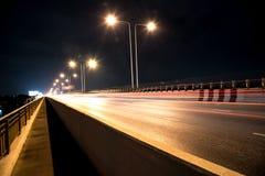 Carretera debajo del puente en Tailandia Foto de archivo