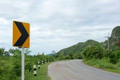 Carretera del asfalto y señal de tráfico Foto de archivo libre de regalías