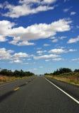 Carretera del desierto con horizonte Fotografía de archivo libre de regalías