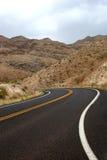 Carretera del desierto del enrollamiento Foto de archivo