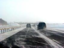 Carretera del invierno durante tormenta de la nieve Imagen de archivo libre de regalías
