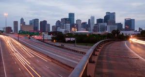 Carretera del paisaje de Houston Texas Downtown City Skyline Urban encima Foto de archivo
