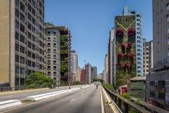 Carretera elevada conocida como Minhocao, Elevado Presidente Joao Goulart - Sao Paulo, el Brasil fotos de archivo libres de regalías