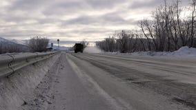 Carretera en el Extremo Oriente ruso en el invierno feroz almacen de metraje de vídeo