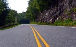 Carretera en el parque nacional de Great Smoky Mountains, Tennessee Foto de archivo libre de regalías