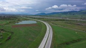 Carretera en el valle de Georgia Cielo cubierto almacen de metraje de vídeo
