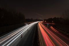 Carretera en la noche imagen de archivo
