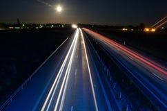 Carretera en la noche foto de archivo