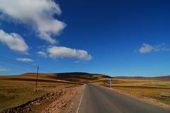 Carretera en la pradera Imagen de archivo libre de regalías