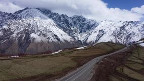 Carretera en la región de la montaña de Georgia almacen de video