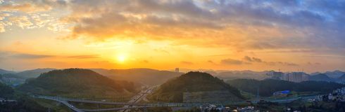 Carretera en la salida del sol Imagenes de archivo