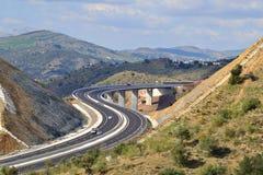 Carretera en las montañas fotos de archivo libres de regalías