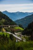 Carretera en las montañas Fotos de archivo