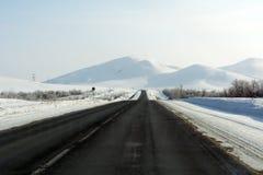 Carretera en las montañas de la región de Orenburg fotos de archivo libres de regalías